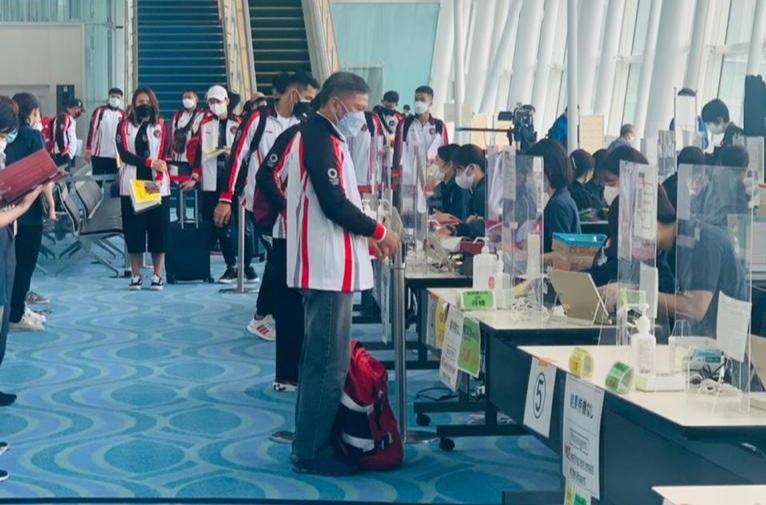 Tiba di Jepang dengan Patuhi Prokes Ketat, Tim Olimpiade Bulu Tangkis Indonesia Disambut KBRI Tokyo
