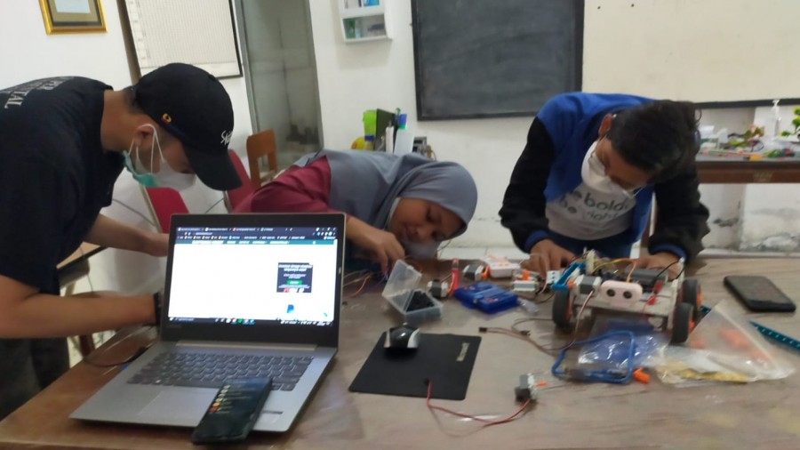 Tim Robotic Man 1 Kota Semarang Raih Emas IYRC 2021 Korea